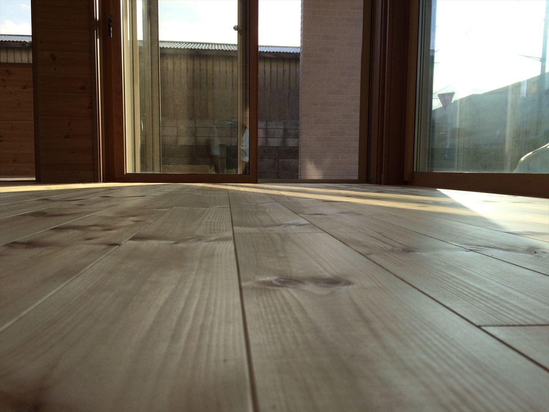 別荘に最適な平屋の床無垢材|新島村の注文住宅,ログハウスのような木の家を低価格で建てるならエイ・ワン