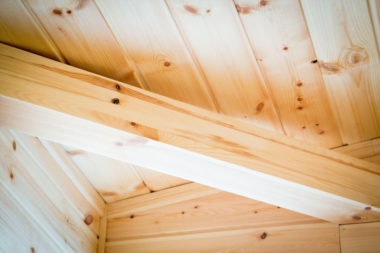 木のぬくもり溢れる自然派住宅の火打ち梁|富山の注文住宅,ログハウスのような木の家を低価格で建てるならエイ・ワン