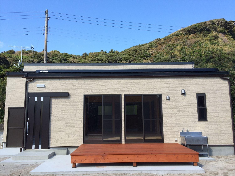 広いリビングの平屋2LDKの外観|新島の注文住宅,ログハウスのような木の家を低価格で建てるならエイ・ワン
