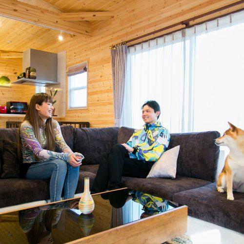 富山市の平屋|木のぬくもり溢れるログハウス風住宅