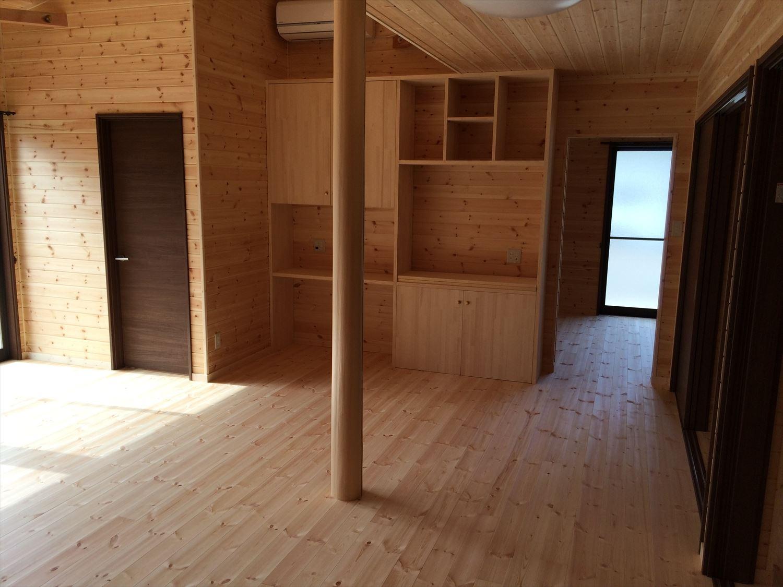 広いリビングの平屋2LDKの内装3|新島の注文住宅,ログハウスのような木の家を低価格で建てるならエイ・ワン