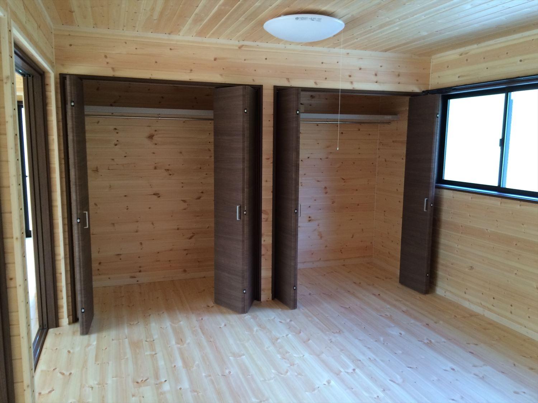 広いリビングの平屋2LDKの収納2|新島の注文住宅,ログハウスのような木の家を低価格で建てるならエイ・ワン
