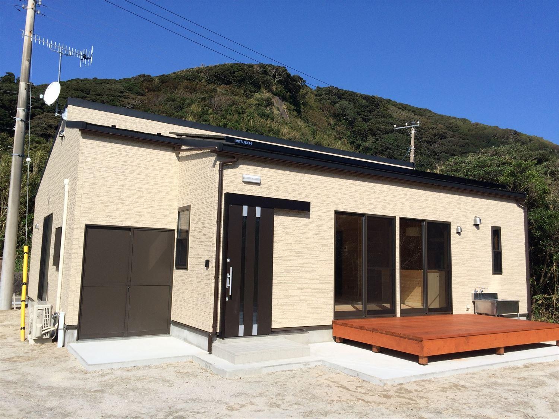 広いリビングの平屋2LDKの外観2|新島の注文住宅,ログハウスのような木の家を低価格で建てるならエイ・ワン