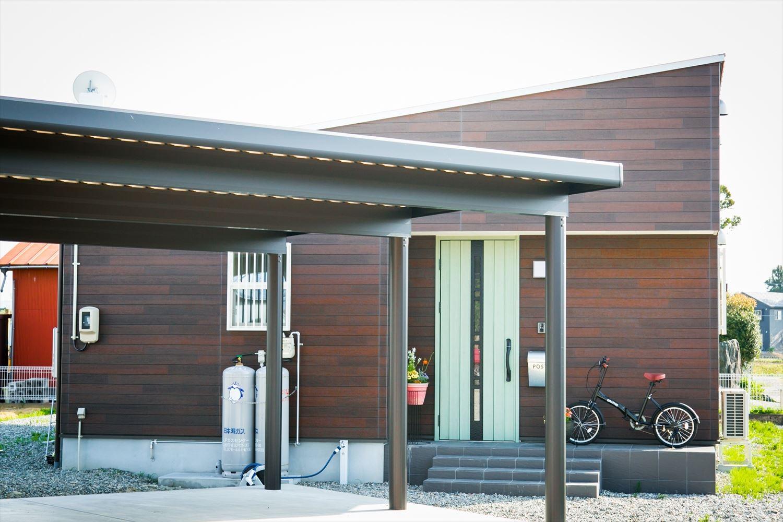 木のぬくもり溢れる自然派住宅の外観2|富山の注文住宅,ログハウスのような木の家を低価格で建てるならエイ・ワン
