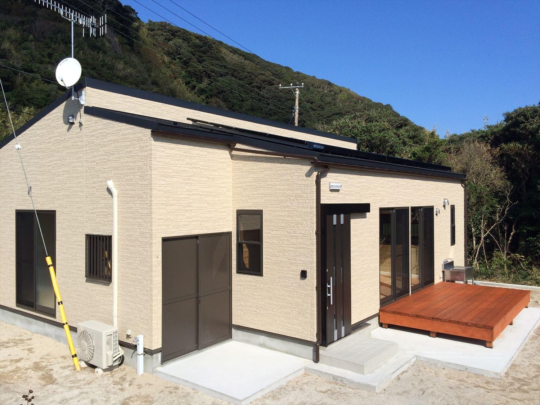 広いリビングの平屋2LDKの外観4|新島の注文住宅,ログハウスのような木の家を低価格で建てるならエイ・ワン