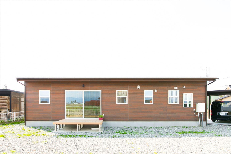木のぬくもり溢れる自然派住宅の外観4|富山の注文住宅,ログハウスのような木の家を低価格で建てるならエイ・ワン