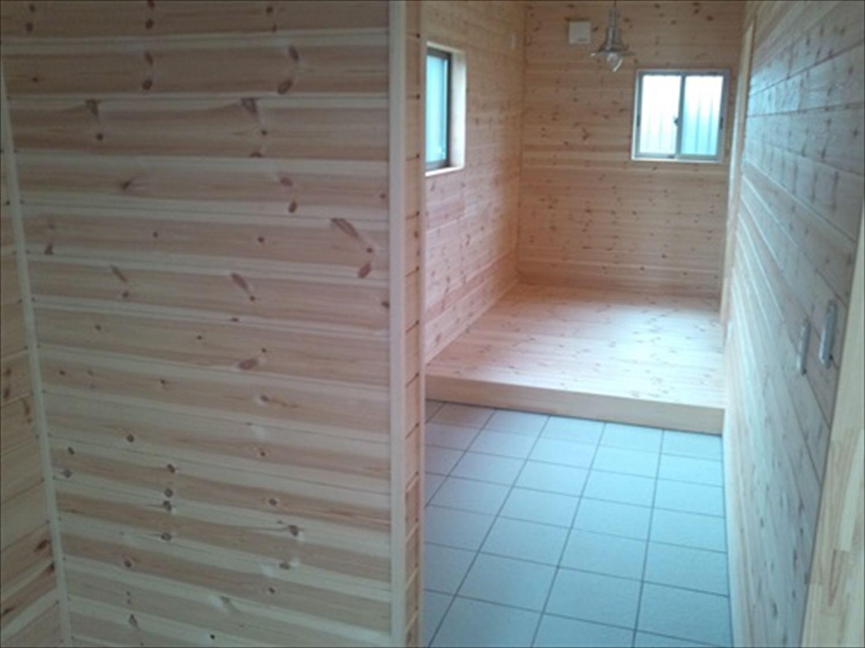 オープンスペースの平屋の土間|一宮町の注文住宅,ログハウスのような木の家を低価格で建てるならエイ・ワン