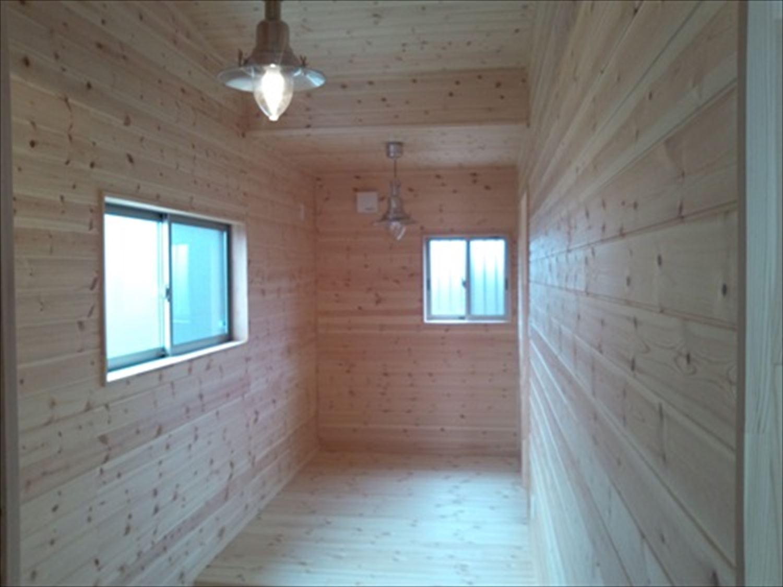 オープンスペースの平屋の内装|一宮町の注文住宅,ログハウスのような木の家を低価格で建てるならエイ・ワン
