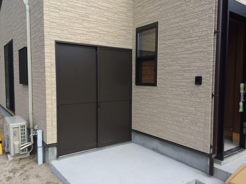 広いリビングの平屋2LDKの外観7|新島の注文住宅,ログハウスのような木の家を低価格で建てるならエイ・ワン