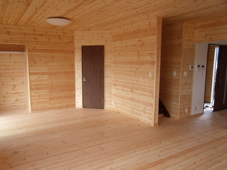 ボルダリングを楽しむ二階建ての内装2|船橋市の注文住宅,ログハウスのような木の家を低価格で建てるならエイ・ワン