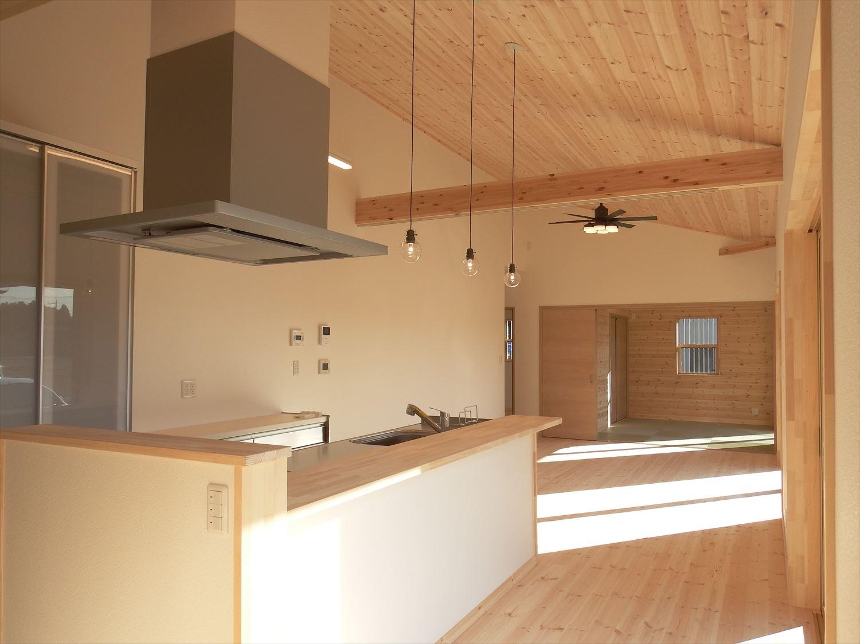 家族で暮らすナチュラルテイストの平屋の内装|かすみがうら市の注文住宅,ログハウスのような木の家を低価格で建てるならエイ・ワン