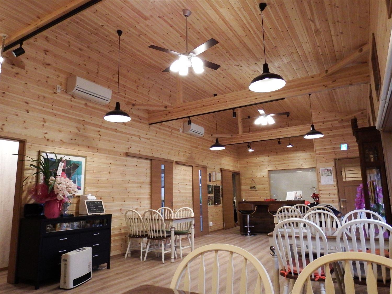 ドッグカフェ店舗住宅の内装|那須塩原の注文住宅,ログハウスのような木の家を低価格で建てるならエイ・ワン