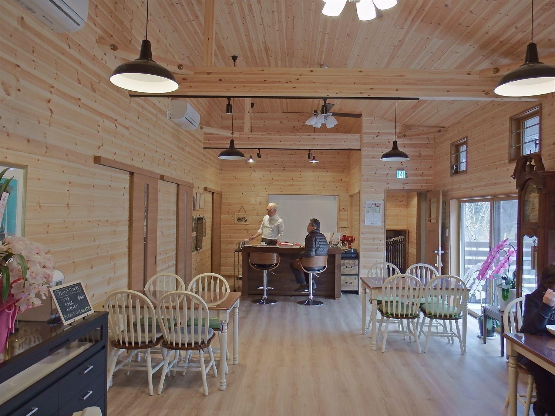 ドッグカフェ店舗住宅の内装2|那須塩原の注文住宅,ログハウスのような木の家を低価格で建てるならエイ・ワン