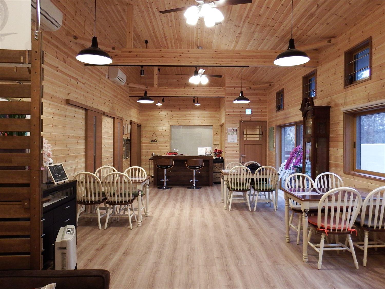 ドッグカフェ店舗住宅の内装3|那須塩原の注文住宅,ログハウスのような木の家を低価格で建てるならエイ・ワン