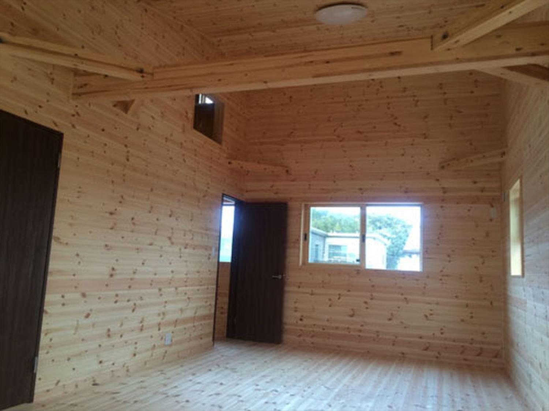 ボルダリングを楽しむ二階建ての内装4|船橋市の注文住宅,ログハウスのような木の家を低価格で建てるならエイ・ワン