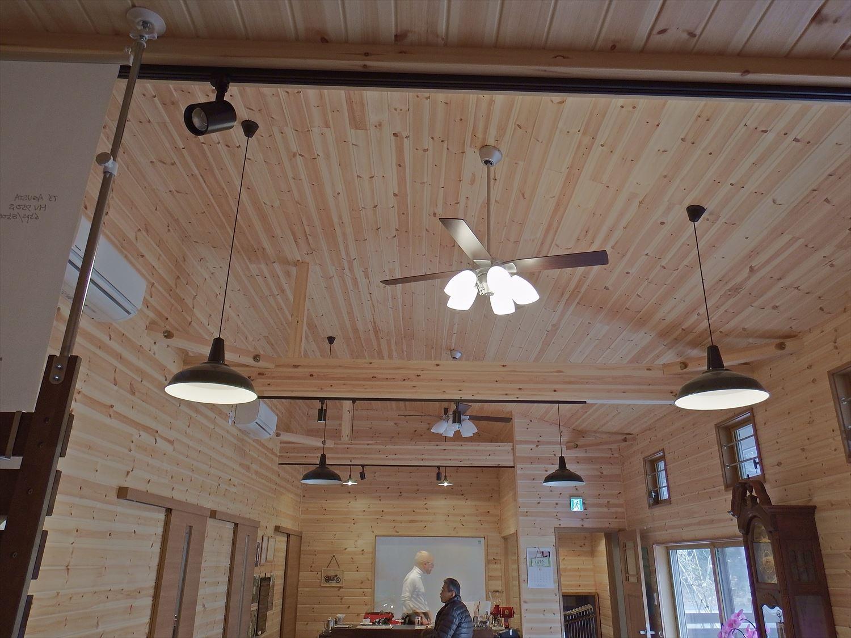 ドッグカフェ店舗住宅の天井|那須塩原の注文住宅,ログハウスのような木の家を低価格で建てるならエイ・ワン