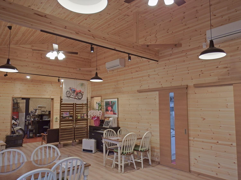 ドッグカフェ店舗住宅の勾配天井|那須塩原の注文住宅,ログハウスのような木の家を低価格で建てるならエイ・ワン