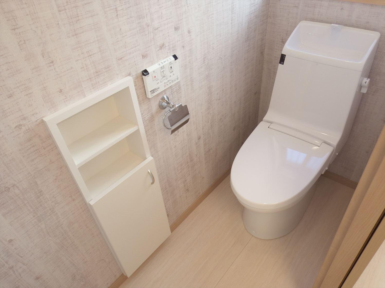 家族で暮らすナチュラルテイストの平屋のトイレ|かすみがうら市の注文住宅,ログハウスのような木の家を低価格で建てるならエイ・ワン