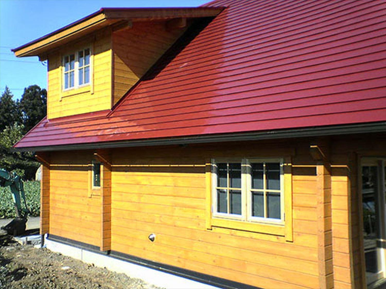 赤い屋根のログハウスの外観2|小美玉市の注文住宅,ログハウスのような木の家を低価格で建てるならエイ・ワン