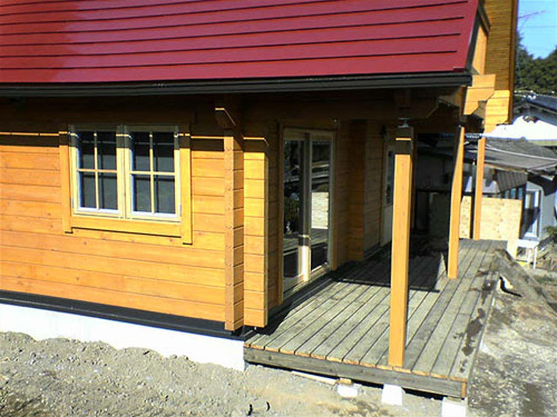赤い屋根のログハウスの外観3|小美玉市の注文住宅,ログハウスのような木の家を低価格で建てるならエイ・ワン