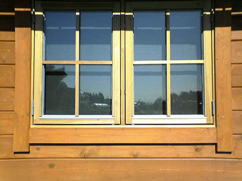 赤い屋根のログハウスの窓|小美玉市の注文住宅,ログハウスのような木の家を低価格で建てるならエイ・ワン