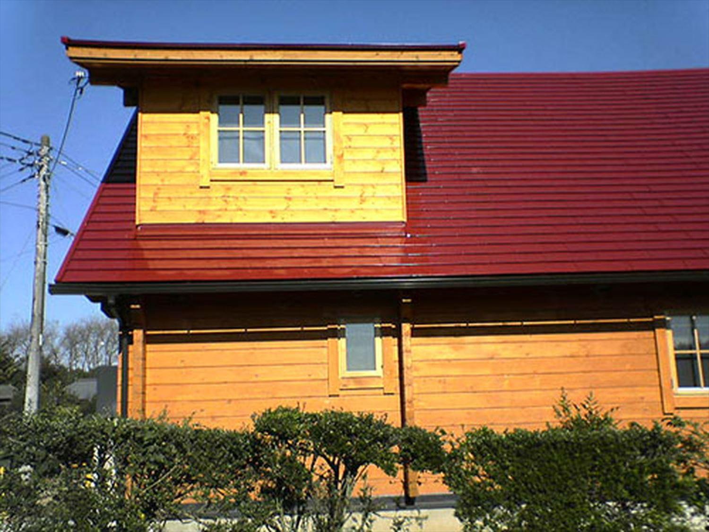 赤い屋根のログハウスの外観5|小美玉市の注文住宅,ログハウスのような木の家を低価格で建てるならエイ・ワン