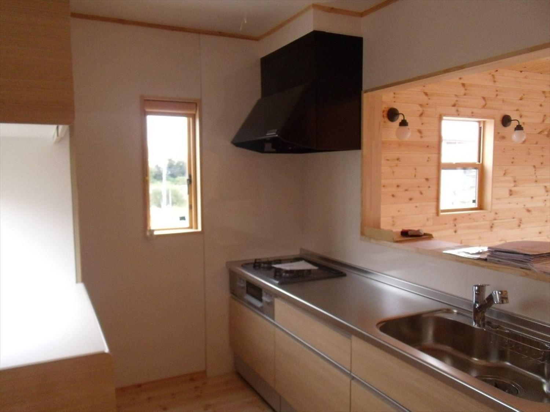 ボルダリングを楽しむ二階建てのキッチン2|船橋市の注文住宅,ログハウスのような木の家を低価格で建てるならエイ・ワン