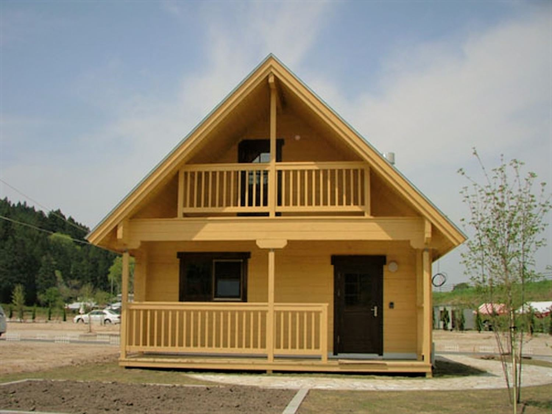 明るいメープル色のログハウスの外観|茨城の注文住宅,ログハウスのような木の家を低価格で建てるならエイ・ワン
