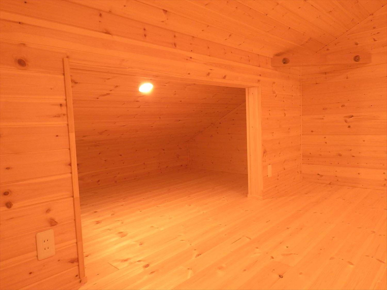 無垢材の内装3|ログハウスのような木の家を低価格で建てるならエイ・ワン