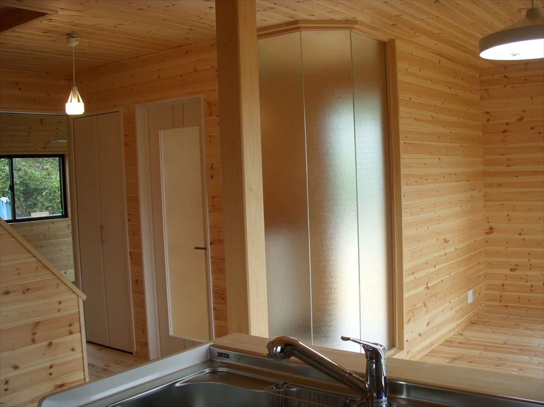 無垢材の内装4|ログハウスのような木の家を低価格で建てるならエイ・ワン