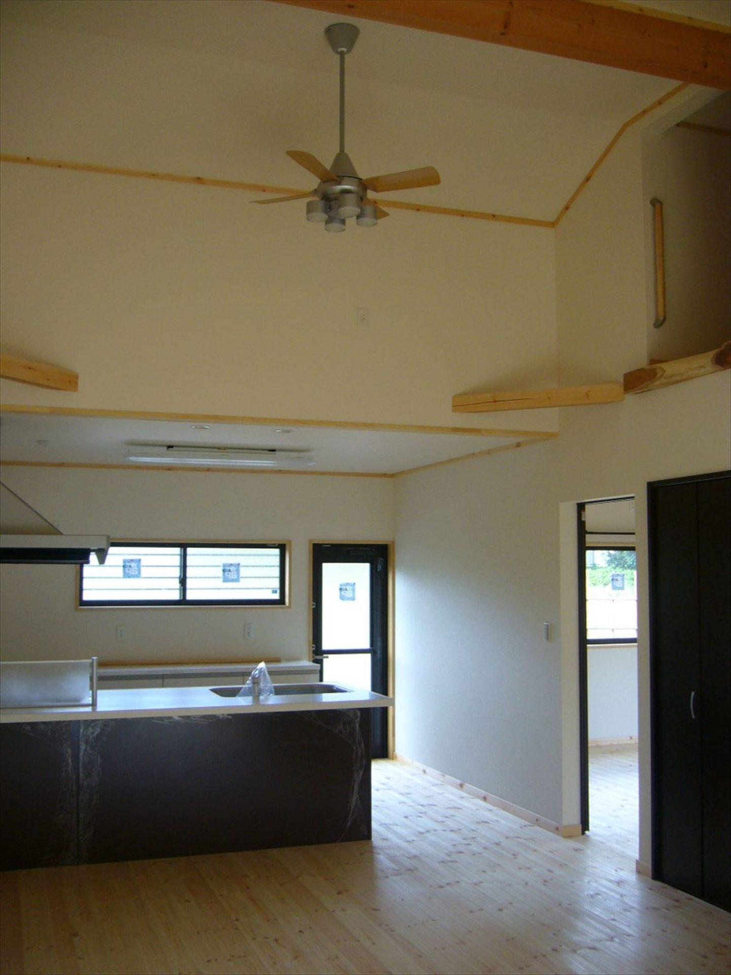 高い天井|ログハウスのような木の家を低価格で建てるならエイ・ワン