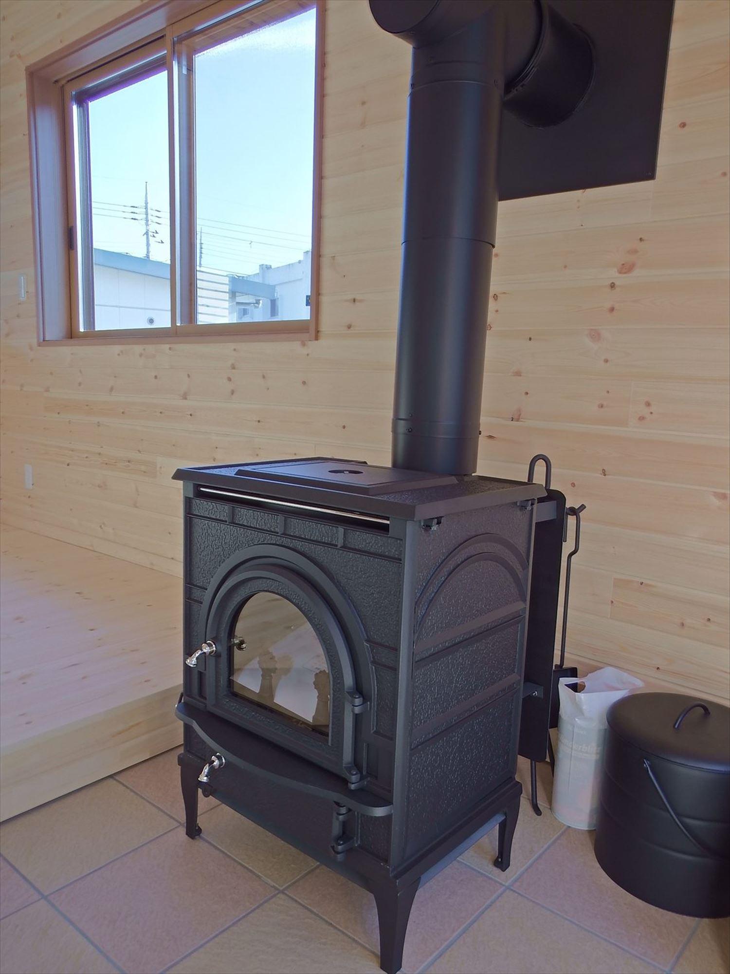 薪ストーブ2|ログハウスのような木の家を低価格で建てるならエイ・ワン