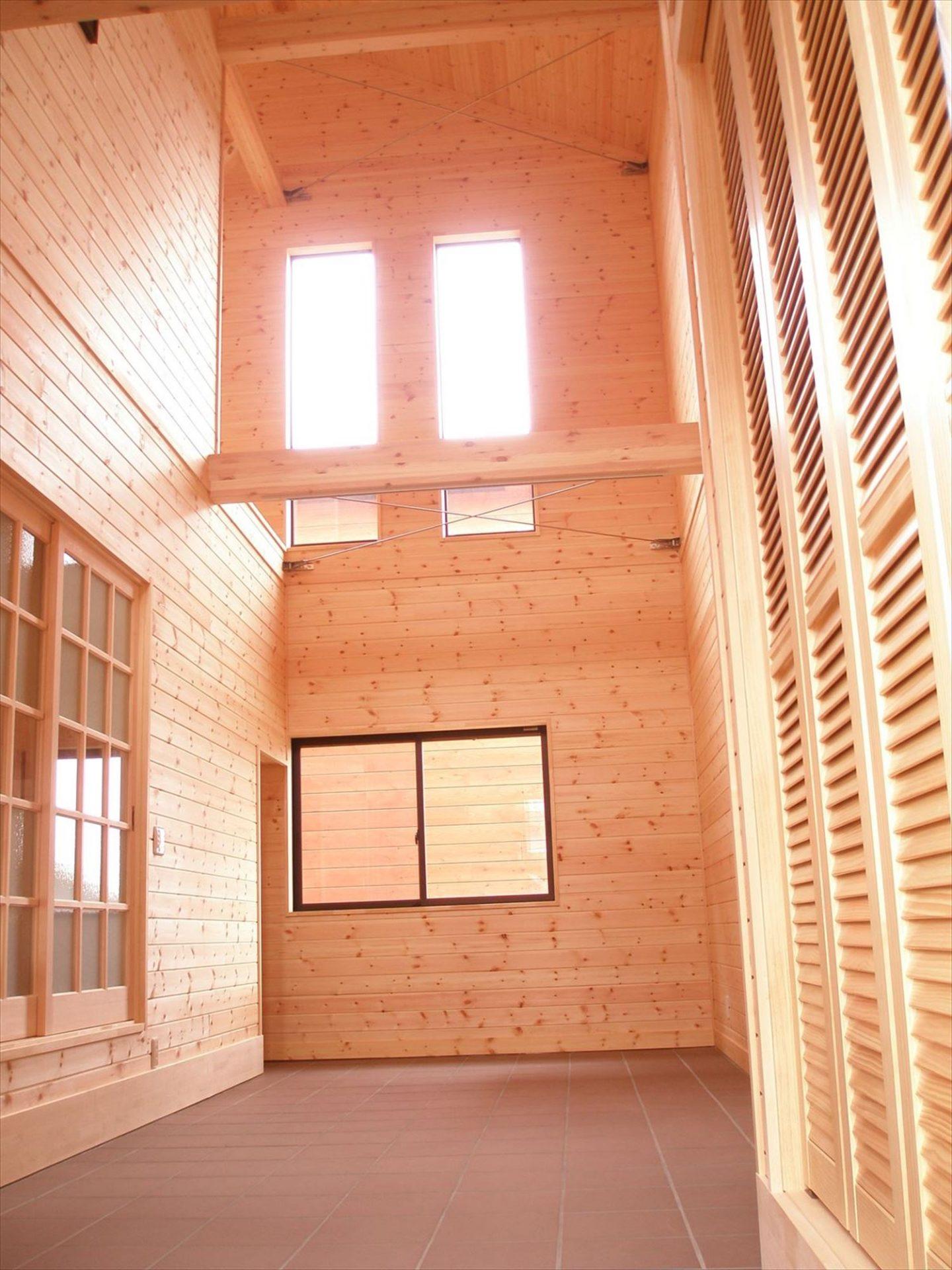 高い天井2|ログハウスのような木の家を低価格で建てるならエイ・ワン