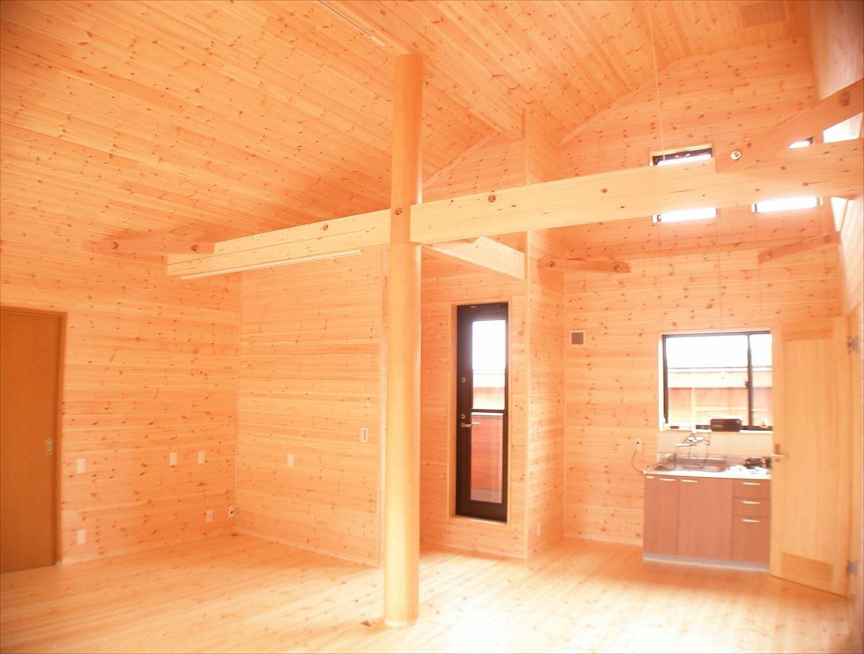 無垢材の内装8|ログハウスのような木の家を低価格で建てるならエイ・ワン