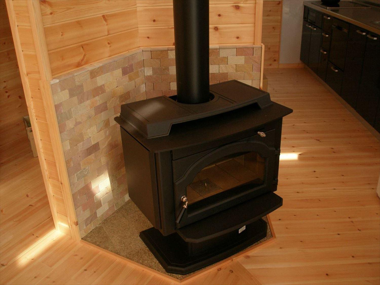 薪ストーブ3|ログハウスのような木の家を低価格で建てるならエイ・ワン