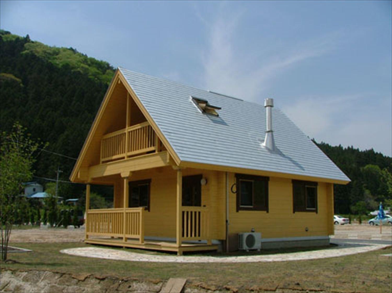 明るいメープル色のログハウスの外観3|茨城の注文住宅,ログハウスのような木の家を低価格で建てるならエイ・ワン