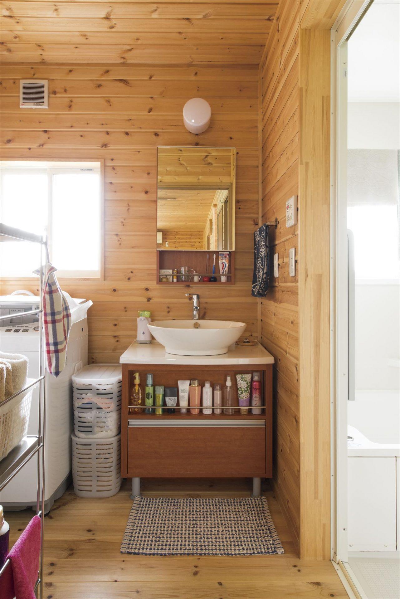 無垢材内装の洗面室|ログハウスのような木の家を低価格で建てるならエイ・ワン