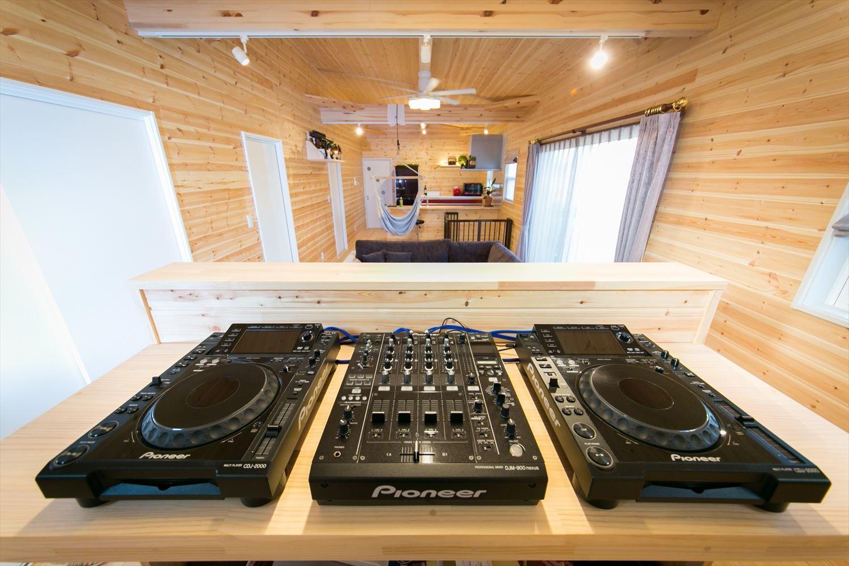 DJブース|ログハウスのような木の家を低価格で建てるならエイ・ワン