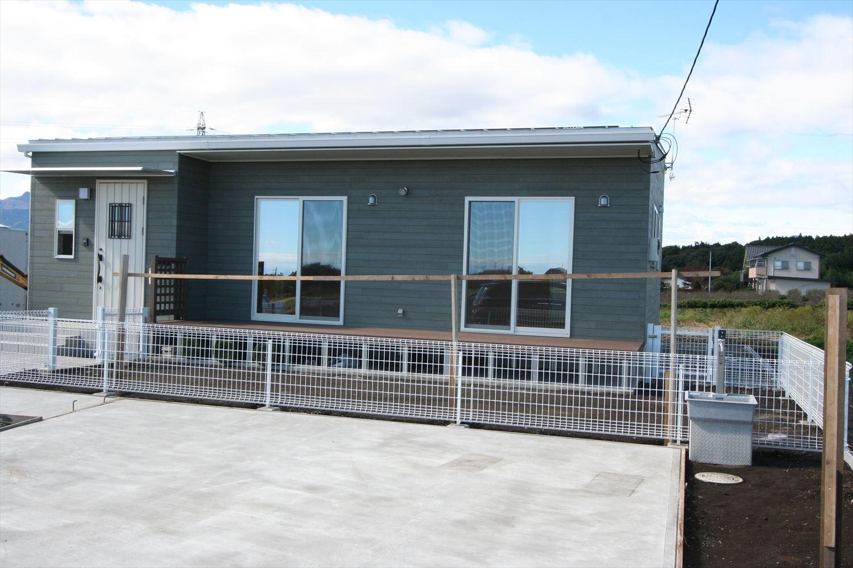 ドッグランのある3LDK平屋の外観2|群馬県の注文住宅,ログハウスのような木の家を低価格で建てるならエイ・ワン