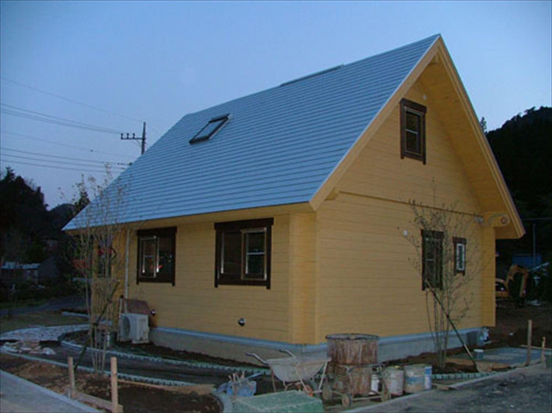 明るいメープル色のログハウスの外観5|茨城の注文住宅,ログハウスのような木の家を低価格で建てるならエイ・ワン