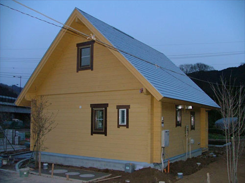 明るいメープル色のログハウスの外観6|茨城の注文住宅,ログハウスのような木の家を低価格で建てるならエイ・ワン