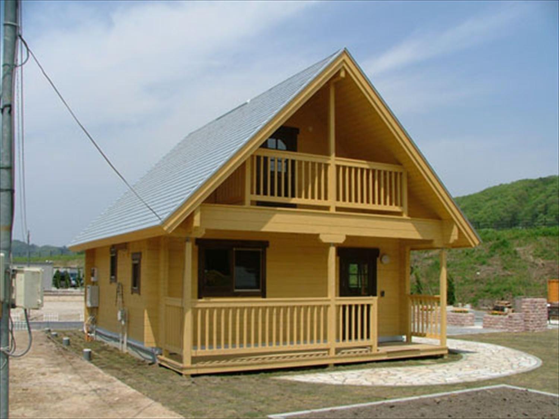 明るいメープル色のログハウスの外観8|茨城の注文住宅,ログハウスのような木の家を低価格で建てるならエイ・ワン