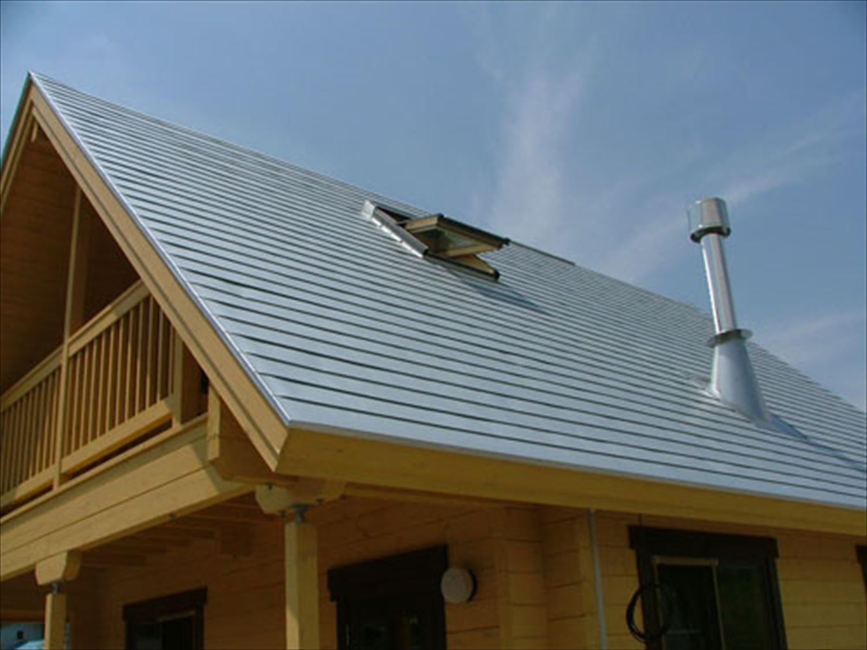 明るいメープル色のログハウスの屋根|茨城の注文住宅,ログハウスのような木の家を低価格で建てるならエイ・ワン