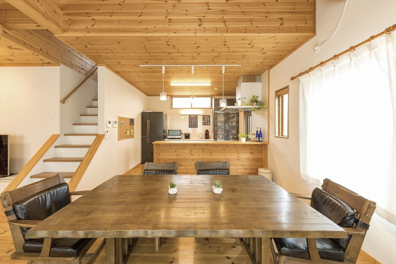 ナチュラルモダン二階建てのキッチンとダイニング|行方市の注文住宅,ログハウスのような木の家を低価格で建てるならエイ・ワン