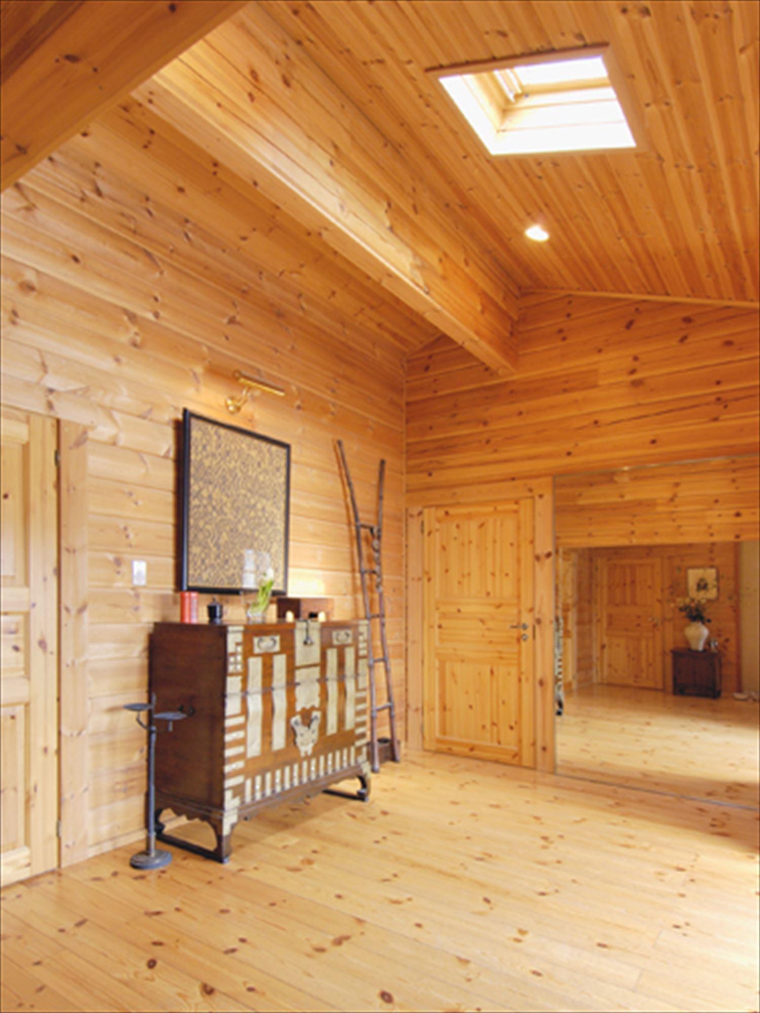 ブラック色のログハウスの内装|茨城の注文住宅,ログハウスのような木の家を低価格で建てるならエイ・ワン