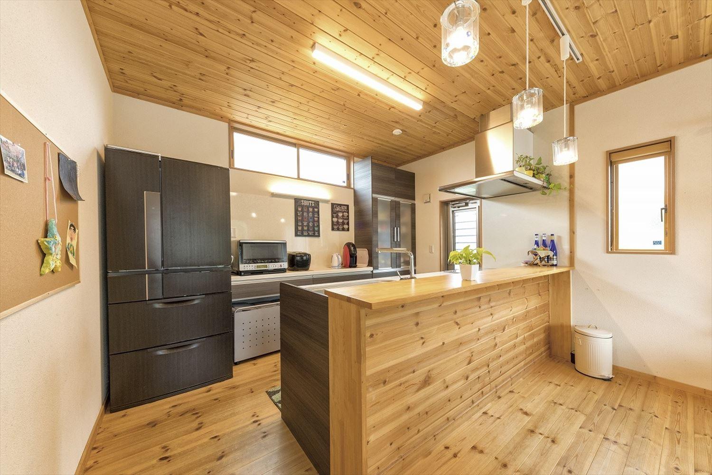 ナチュラルモダン二階建てのキッチン|行方市の注文住宅,ログハウスのような木の家を低価格で建てるならエイ・ワン