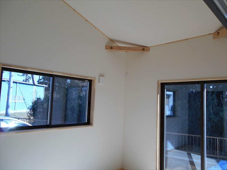 防音室で趣味を楽しむ二階建ての内装5|鉾田市の注文住宅,ログハウスのような木の家を低価格で建てるならエイ・ワン