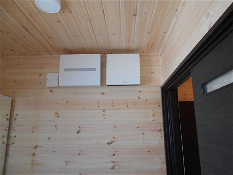 防音室で趣味を楽しむ二階建ての内装7|鉾田市の注文住宅,ログハウスのような木の家を低価格で建てるならエイ・ワン