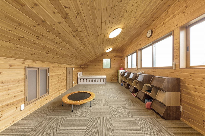 ナチュラルモダン二階建ての子供部屋|行方市の注文住宅,ログハウスのような木の家を低価格で建てるならエイ・ワン