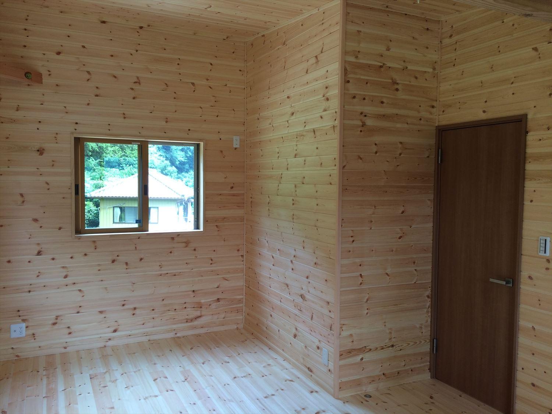 オールアース二階建ての洋室2|石岡市の注文住宅,ログハウスのような木の家を低価格で建てるならエイ・ワン